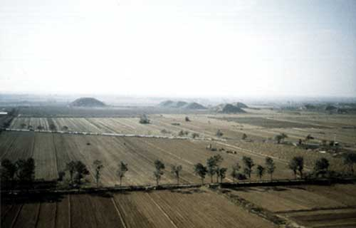 pyramids-of-xian-01